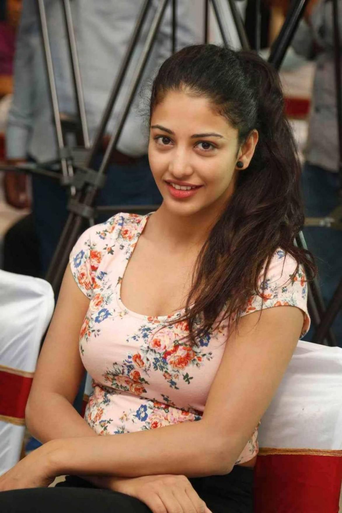 Daksha Nagarkar Latest Stills At Big Fm Event – eepixer